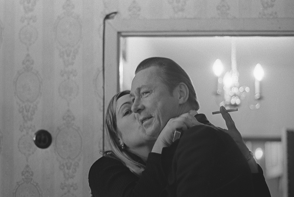 Когда Ефремов в 1970-м принял предложение возглавить МХАТ и увел с собой нескольких ведущих артистов «Современника», театру, тяжело переживавшему смену оттепели застоем, пророчили смерть. Возглавив «Современник» в 1972-м, Волчек сумела тем не менее вывести его из кризиса — благодаря как смелой работе с репертуаром, так и открытию новых актерских имен: при Волчек в труппу вошли такие артисты, как Марина Неелова, Валентин Гафт, Лия Ахеджакова и Авангард Леонтьев.