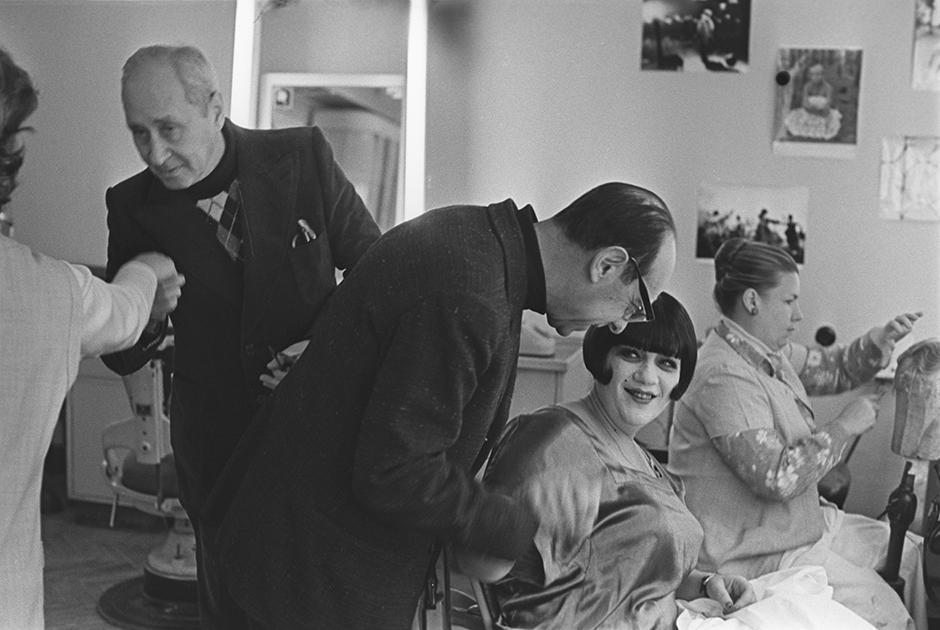 Из-за самоотверженного посвящения себя театру в кино Галина Волчек снималась не так много, но все ее роли были запоминающимися: это и матерая Волчица из сказки «Про Красную Шапочку», и взволнованная покупательница магнитофона в «Берегись автомобиля!», и нахальная переводчица Варвара в «Осеннем марафоне», и эксцентричная мадам Ренессанс в политфеерии «Маяковский смеется».