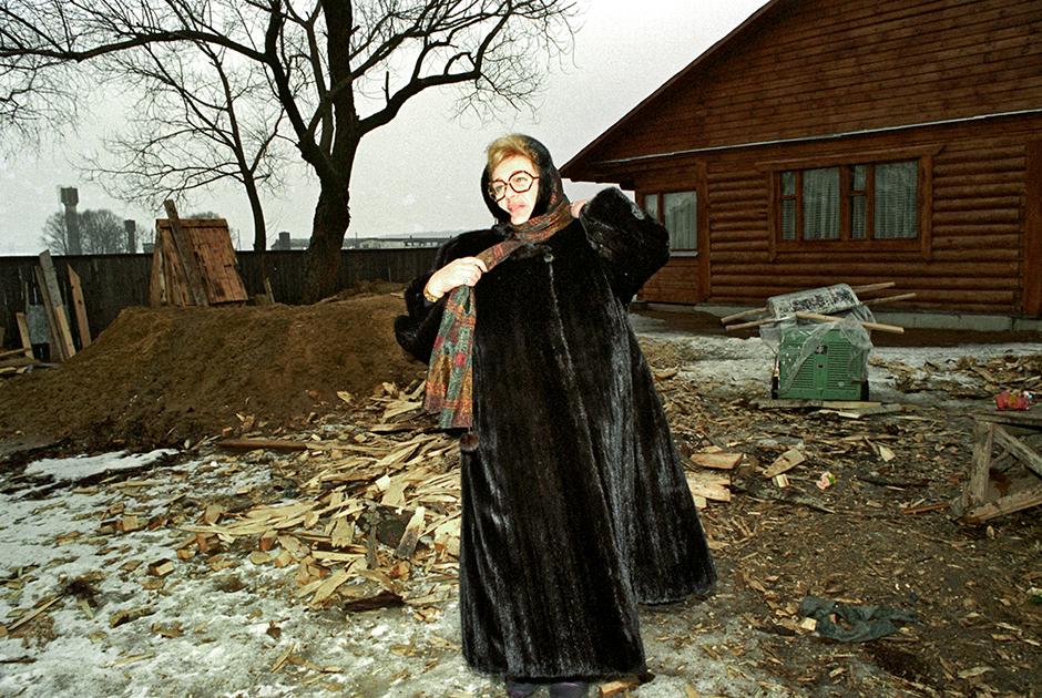 «Современник» при Волчек ухитрялся оставаться актуальным в самые разные эпохи и при самых разных веяниях театральной моды — и во время застоя, и в перестройку, и в постсоветской России. Так, именно с поставленного Волчек в 1989-м «Крутого маршрута» по автобиографическому роману Евгении Гинзбург об опыте сталинских репрессий принято отсчитывать смерть советской театральной цензуры.