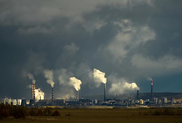 Трубы Ачинского глиноземного комбината в Красноярском крае.