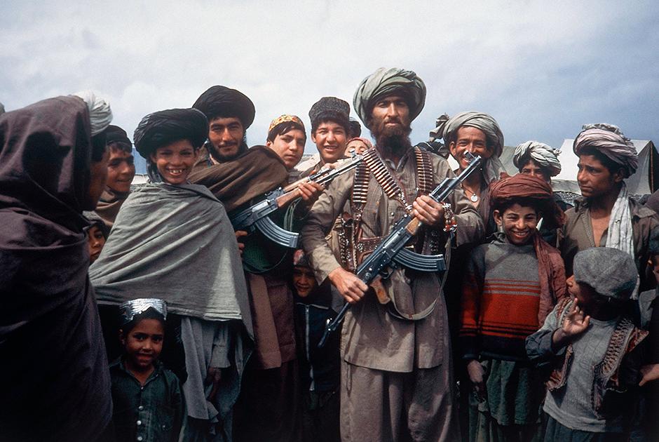 Моджахеды в тренировочном лагере на границе недалеко от города Вана, апрель 1984 года