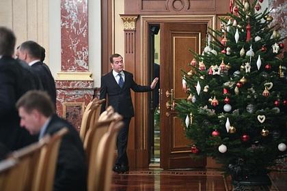 Медведев пожелал Путину немножко отдохнуть
