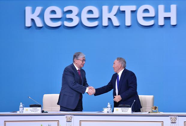 Президент Казахстана Касым-Жомарт Токаев (слева) и бывший глава республики Нурсултан Назарбаев