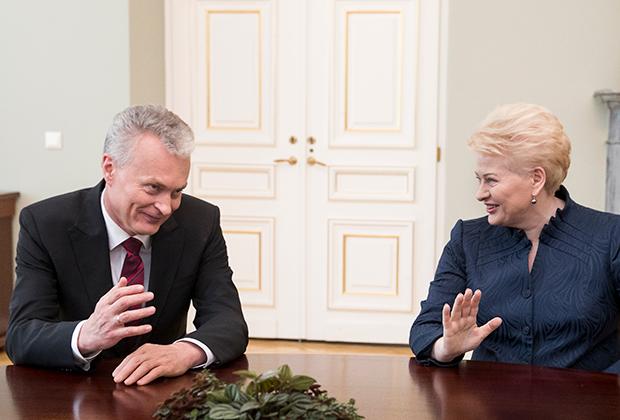 Нынешний президент Литвы Гитанас Науседа (слева) со своей предшественницей Далей Грибаускайте