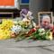 Цветы и свечи на месте гибели журналиста Павла Шеремета