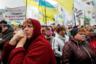 Еще одним поводом для недовольства украинцев стала идея президента Зеленского об отмене моратория на продажу сельскохозяйственной земли иностранцам. Подобные предложения впервые прозвучали летом, а уже осенью обновленная Рада принялась за рассмотрение соответствующего законопроекта. Люди начали собираться под стенами парламента, требуя снять его с повестки, но это не помогло: 13 ноября отмену моратория с 1 октября 2020 года одобрили в первом чтении. Реформа является одним из основных требований Международного валютного фонда (МВФ) для продолжения кредитования страны.