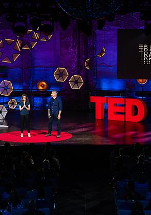"""Лучшие лекции знаменитой конференции TED Talks, на которой ведущие умы планеты делятся революционными идеями и открытиями.  <br></br> <a href=""""https://okko.tv/subscription/63836/collection/TED_lectures?utm_medium=lenta&utm_content=interview_okko&utm_term=gref_movies"""" target=""""_blank"""">Лекции TED Talks смотрите на Okko</a>"""
