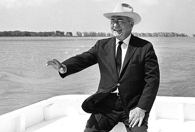 Леандер Перес на лодке, 1964 год