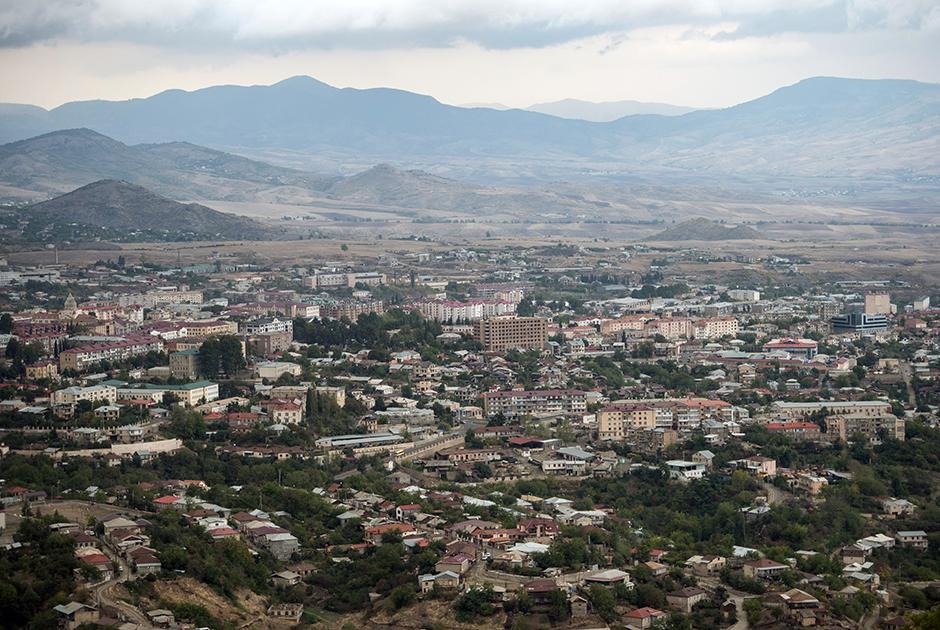 Первые обстрелы столицы Арцаха — Степанакерта начались еще до вывода советских войск — в конце сентября 1991-го.
