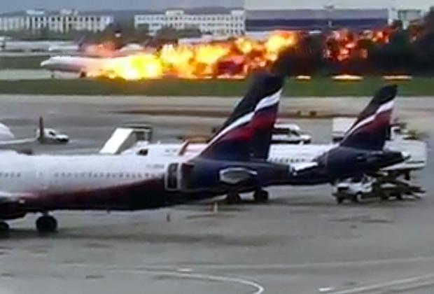 Момент посадки SSJ-100 в Шереметьево