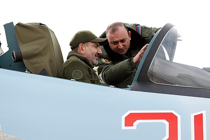 Никол Пашинян в кабине Су-30СМ