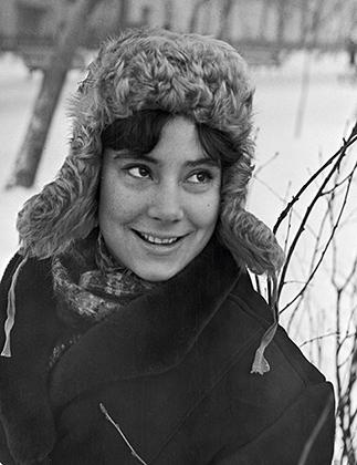 Актриса Татьяна Самойлова в мерлушковой ушанке, 1958 год