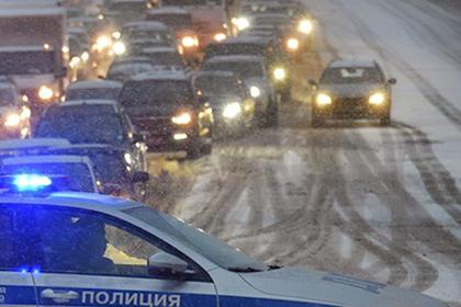 Выброшенную россиянкой на дорогу поперхнувшуюся девочку нашли мертвой