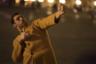 История, которую рассказывает в фильме-победителе последнего Берлинского фестиваля Надав Лапид, — о молодом израильском дембеле, приехавшем разбираться в себе в Париж — подчеркнуто скромна и в основном камерна. Что, впрочем, не мешает Лапиду насытить этот материал как парадоксами специфически израильского мироощущения и наблюдениями за абсурдом уже западноевропейского бытья, так и высказываниями о природе самоидентификации как таковой. В ее основе, по Лапиду, лежит все же не нацпринадлежность и даже не язык, которым одержим его герой, а материи более фундаментальные: возраст, гендер, сексуальность.