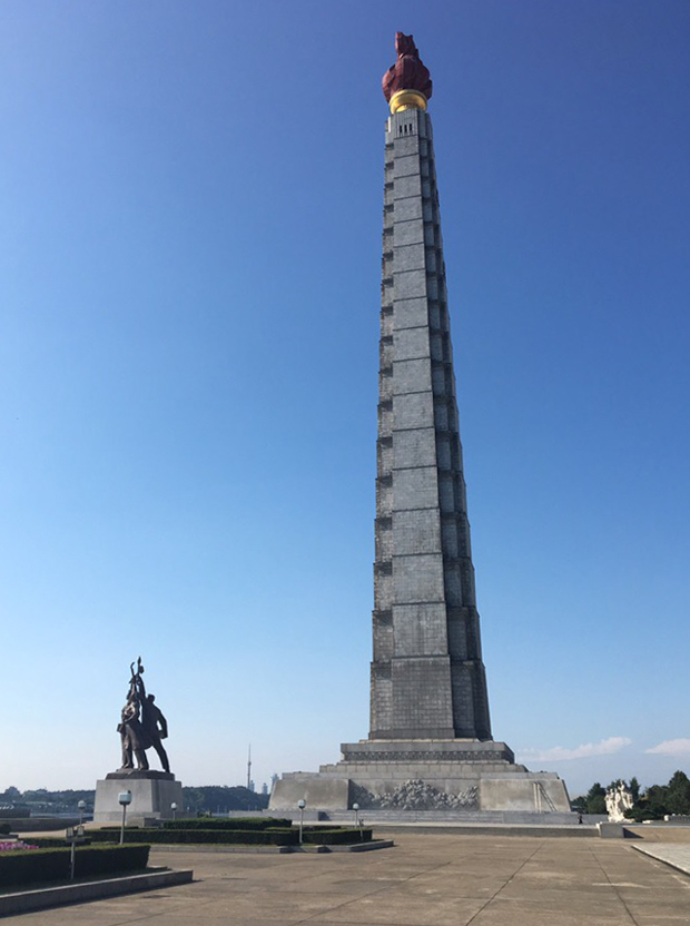 Монумент идей чучхе в Пхеньяне