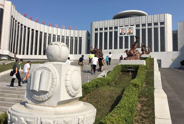 Вид на здание Мангёндэского дворца пионеров и школьников