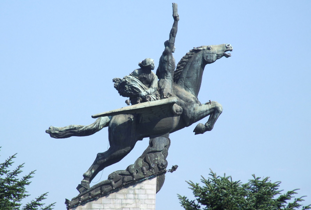 Статуя мифического коня Чхоллима