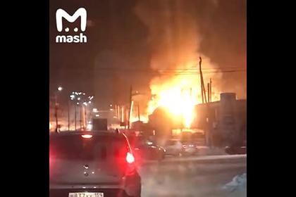 Мощный взрыв на заправке в российском городе попал на видео
