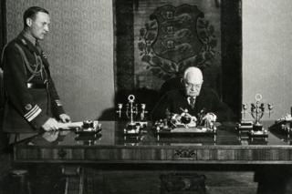 Президент Эстонской Республики Константин Пятс в своем рабочем кабинете, 1938 г.