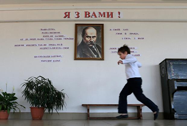 Портрет Тараса Шевченко в школе Симферополя, 2014 год
