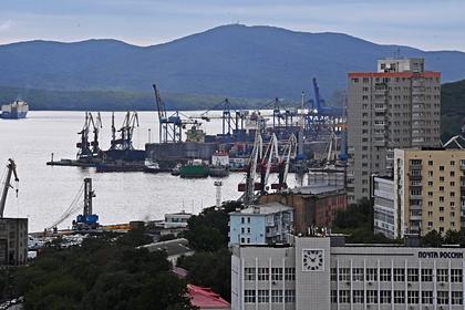 Вид на морской порт Владивостока