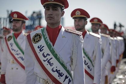 Корпус стражей исламской революции (КСИР) в парадной форме