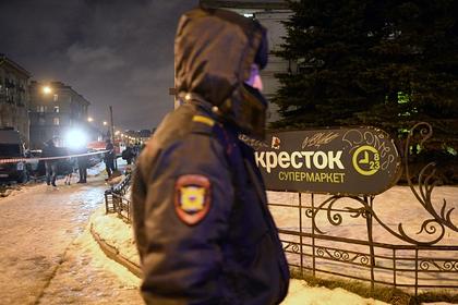 Таксиста вчетвером душили, ограбили и лишили машины в Петербурге