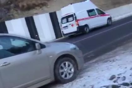 Скорая помощь насмерть сбила восьмилетнего мальчика на российской трассе