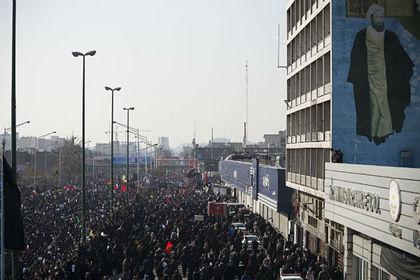 Иранцы сорвали похороны генерала Сулеймани
