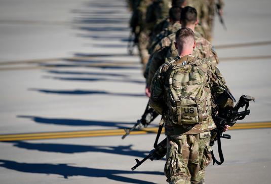 Американские десантники перед отправлением на Ближний Восток