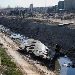 Обломки разбившегося украинского самолета