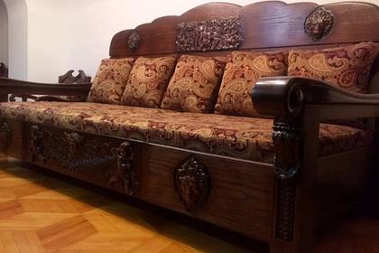 Россиянин выставил на продажу диван по цене квартиры
