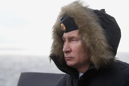 Путин впервые за многие годы надел пилотку