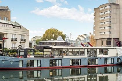В Англии выставили на продажу лодку с пятью спальнями и сауной