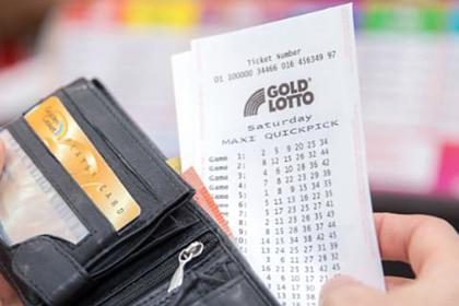 Мужчина лишился дома при пожаре, сыграл в лотерею и стал миллионером