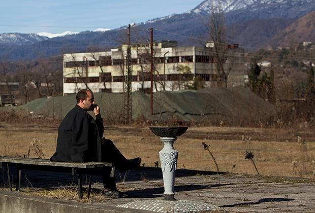 Заброшенная железнодорожная станция в 50 километрах от Сухуми, 2013 год