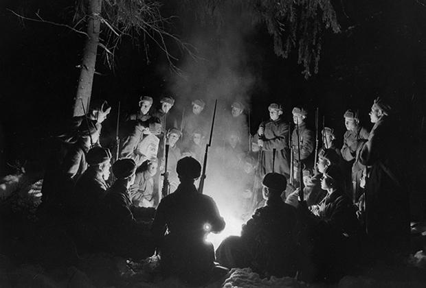 Солдаты РККА на привале во время Финской войны, 1941 год