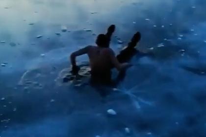 Россияне не стали спасать провалившегося под лед на Байкале друга ради видео