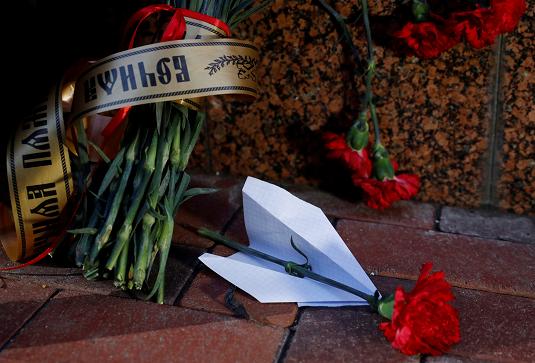 Цветы у посольства Ирана на Украине