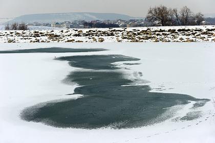 В России двое детей провалились под лед и погибли