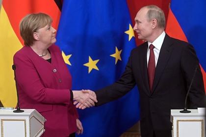 Меркель вышла из Кремля и заговорила по-русски