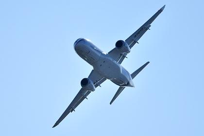 Вылетевший из Шереметьево SSJ-100 вернулся в аэропорт