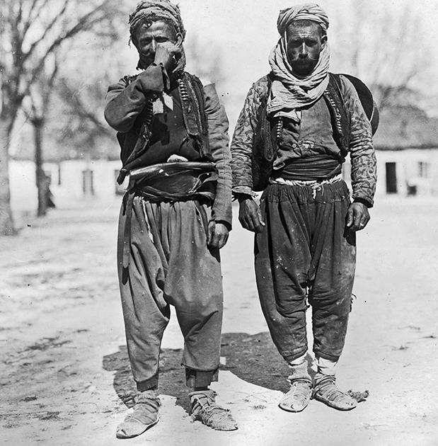 Турецкие крестьяне, подпоясанные веревками, около 1925 года