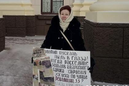 Российская учительница пожаловалась на жилье в обледеневшем бараке