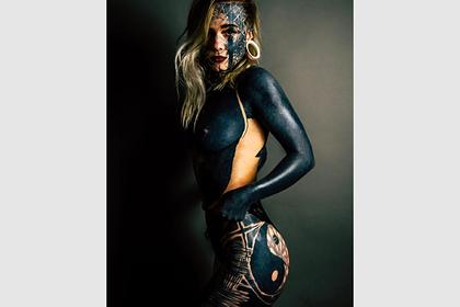 Девушка потратила больше миллиона рублей на покрывающую все тело татуировку