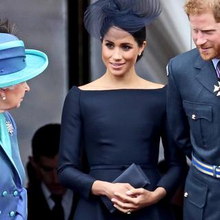 Елизавета II, Меган Маркл и Принц Гарри