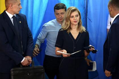 Зеленский уволил жену Порошенко и заменил своей