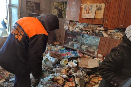 Из квартиры уборщицы в Челябинске вывезли четыре самосвала мусора