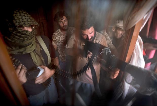 Сторонники ПНС во время боев в Триполи