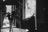 Вид из поврежденного дома в город Свинемюнде после атаки американских бомбардировщиков 12 марта 1945 года. Свинемюнде, Германия, 1945 год.